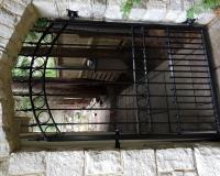metal-sidegate-stone-arch
